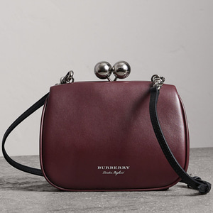 버버리 / 정품 / BURBERRY 40641811 SMALL FRAME BAG